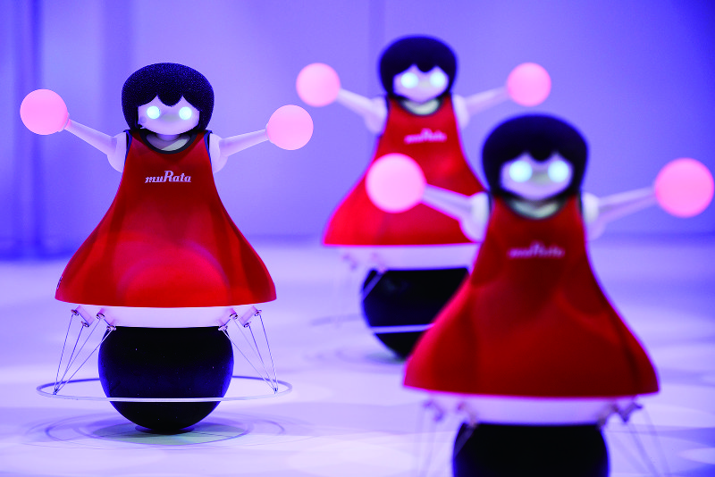 村田製作所のチアリーディングロボット(Bloomberg)