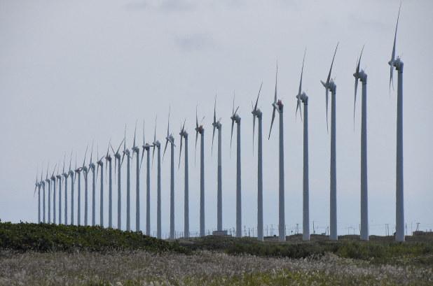 北海道は再生可能エネルギーの宝庫(幌延町の風力発電所)
