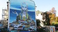キエフの下町ボディール地区で見つけた秀逸な壁画。この地に流されてきた涙を受け止めているようにも見える(写真は筆者撮影)