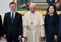 South Korean President Moon Jae-in and his wife Kim Jung-sook, right, pose with Pope Francis during a private audience at the Vatican, on Oct. 18, 2018. (Alessandro Di Meo/ANSA via AP)