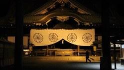 未明の靖国神社=2013年12月23日、筆者撮影