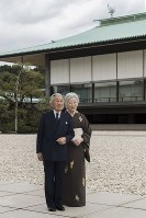 Emperor Akihito and Empress Michiko take a stroll in a courtyard of the main building of the Imperial Palace in Tokyo's Chiyoda Ward, on Oct. 12, 2018. (Photo courtesy of the Imperial Household Agency)