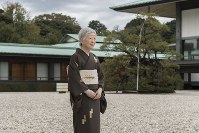 Empress Michiko walks in a courtyard of the main building of the Imperial Palace in Tokyo's Chiyoda Ward, on Oct. 12, 2018. (Photo courtesy of the Imperial Household Agency)