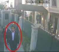 イスタンブールのサウジアラビア総領事公邸で2日、ムハンマド皇太子の警護担当とみられる男性を捉えた監視カメラの画像。トルコ地元紙が報じた=AP