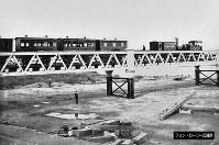 日本で初めて造られた鉄橋「武庫川橋りょう」=ジョン・ローリー氏提供(色調を調整しています)