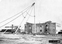 鉄道関連とみられる施設を建設中の写真=ジョン・ローリー氏提供(色調を調整しています)