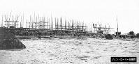 鉄道関連とみられる施設を建設中の写真=ジョン・ローリー氏提供