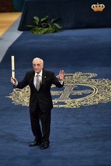 US film director Martin Scorsese gestures after receiving the Princess of Asturias Award for the Arts 2018 from Spain's King Felipe VI at a ceremony in Oviedo, northern Spain, on Oct. 19, 2018. (AP Photo/Alvaro Barrientos)