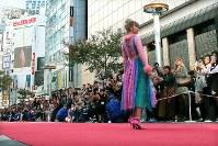 「SHIBUYA RUNWAY」に登場したDream Amiさん=東京都渋谷区で2018年10月21日午後2時5分、和田大典撮影