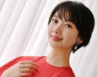 映画「オズランド 笑顔の魔法おしえます」に主演する女優の波瑠=大阪市北区で、山田尚弘撮影