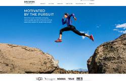 取り扱いブランドのコンセプトなどを紹介するデッカーズ・アウトドアのホームページ
