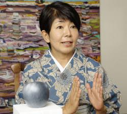「大金持ちではなく、普通の人たちが1点でも買うようになれば、市場が大きくなって、日本ですばらしいアートが見られるようになると思うんです」