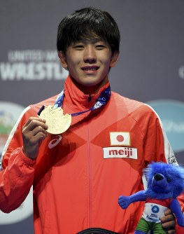 Gold medal winning Takuto Otoguro of Japan stands on the podium during the medal ceremony of men's freestyle 65kg category of the Wrestling World Championships in Budapest, Hungary, on Oct. 22, 2018. (Balazs Czagany/MTI via AP)