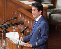 Prime Minister Shinzo Abe delivers a speech during the extraordinary Diet session, on Oct. 24, 2018. (Mainichi/Masahiro Kawata)
