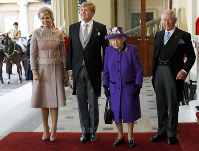 Britain's Queen Elizabeth II, centre right, and Prince Charles, right, welcome Netherlands' King Willem-Alexander, centre left and Queen Maxima upon their arrival at Buckingham Palace, in London, on Oct. 23, 2018. (Peter Nicholls/Pool Photo via AP)