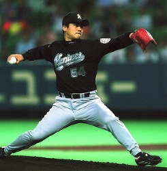 【ロッテ3-1ダイエー】8勝目を挙げたロッテ先発・黒木=福岡市の福岡ドームで2000年9月13日、田中雅之撮影