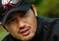 「けがからの復帰が同じ境遇にある人に勇気を与えられれば」と話す黒木投手=さいたま市のロッテ野球場で2003年11月18日、森田剛史撮影