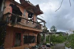 「グラウンド・ゼロ」と呼ばれる戦闘が最も激しかった地区では過激派組織と国軍による銃撃や爆撃の爪痕が残る=ミンダナオ島中部マラウイで2018年10月16日午後0時32分、武内彩撮影