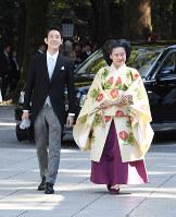 Princess Ayako and Kei Moriya arrive at Meiji Jingu Shrine for their wedding ceremony in Tokyo's Shibuya Ward on Oct. 29, 2018. (Pool photo)