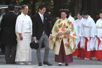 Princess Ayako and Kei Moriya arrive at Meiji Jingu Shrine for their wedding ceremony in Tokyo's Shibuya Ward on Oct. 29, 2018. (Mainichi/Daisuke Wada)