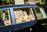 Princess Ayako leaves for her wedding ceremony from her residence in Tokyo's Minato Ward on Oct. 29, 2018. (Pool photo)