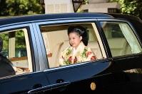 高円宮邸を出発される高円宮家の三女、絢子さま=東京・元赤坂で2018年10月29日午前10時19分(代表撮影)