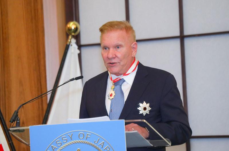 伝達式でスピーチをするマーティン氏(在米日本大使館提供)
