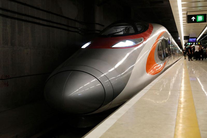 開通した広深港高速鉄道