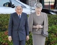 Emperor Akihito, left, and Empress Michiko are seen in the city of Kochi, on Oct. 28, 2018. (Mainichi/Tadashi Kako)