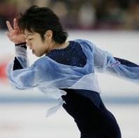 【2006年】男子シングルで優勝した高橋大輔のショートプログラムの演技=長野・ビッグハットで2006年12月2日、長谷川直亮撮影
