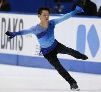 【2014年】男子フリーで演技する村上大介。グランプリシリーズ初優勝を果たした=大阪・なみはやドームで2014年11月29日、宮武祐希撮影