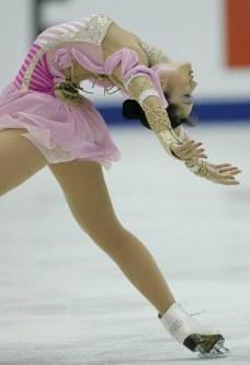 【2004年】優勝した荒川静香のフリー演技=名古屋市のレインボーアイスアリーナで2004年11月6日、石井諭撮影