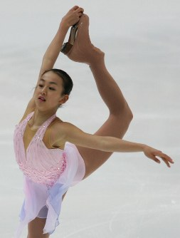 【2006年】ショートプログラムで首位に立った浅田真央=長野・ビッグハットで2006年12月1日、長谷川直亮撮影