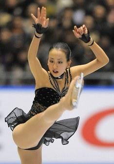 【2008年】2年ぶり2回目の優勝を飾った浅田真央のフリー演技=東京・代々木第1体育館で2008年11月29日、手塚耕一郎撮影