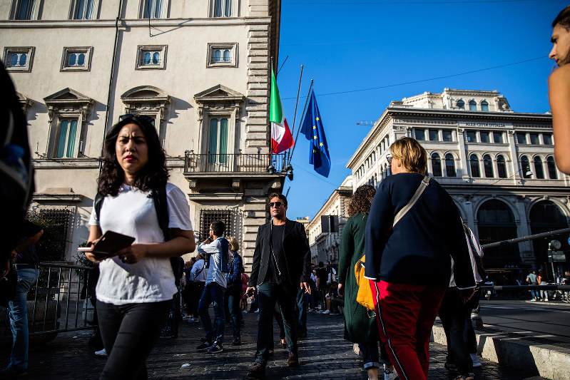 ベーシックインカムの導入は是か非か。イタリア経済が試金石になる。(Bloomberg)