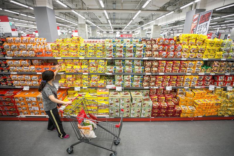 スーパーの売り場も大きい