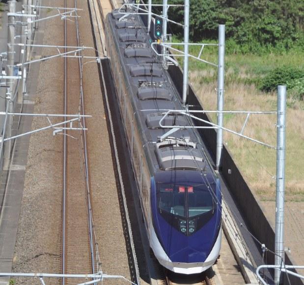 東京都内と成田空港の輸送で大きく優位に立つ京成のスカイライナー