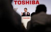 中期経営計画を発表する東芝の車谷暢昭会長兼CEO=東京都港区で2018年11月8日午後3時3分、小川昌宏撮影