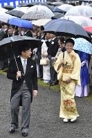 秋の園遊会に出席される皇太子ご夫妻=東京・赤坂御苑で2018年11月9日午後2時49分、渡部直樹撮影