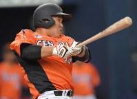 【JR東海―東芝】一回表JR東海2死一塁、中田が右越え2点本塁打を放つ=京セラドーム大阪で2018年11月9日、山崎一輝撮影