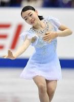 女子SPで演技を披露する紀平梨花=広島市中区の広島県立総合体育館で2018年11月9日、猪飼健史撮影