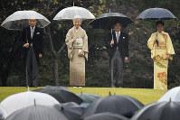 From left, Emperor Akihito, Empress Michiko, Crown Prince Naruhito and Crown Princess Masako are pictured at Tokyo's Akasaka Imperial Gardens, on Nov. 9, 2018. (Mainichi/Naoki Watanabe)