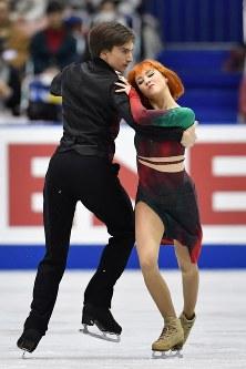 【フィギュアスケートNHK杯】アイスダンスのリズムダンスで1位になったティファニー・ザゴルスキ(右)、ジョナサン・ゲレーロ組(ロシア)=広島市中区の広島県立総合体育館で2018年11月10日、猪飼健史撮影
