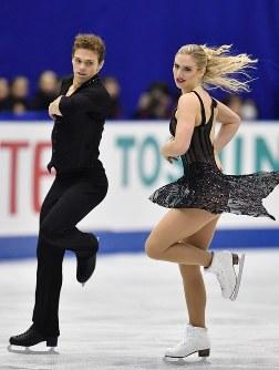 【フィギュアスケートNHK杯】アイスダンスのリズムダンスで3位になったレイチェル・パーソンズ(右)、マイケル・パーソンズ組(米国)=広島市中区の広島県立総合体育館で2018年11月10日、猪飼健史撮影