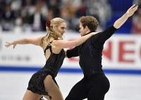 【フィギュアスケートNHK杯】アイスダンスのリズムダンスで3位になったレイチェル・パーソンズ(左)、マイケル・パーソンズ組(米国)=広島市中区の広島県立総合体育館で2018年11月10日、猪飼健史撮影