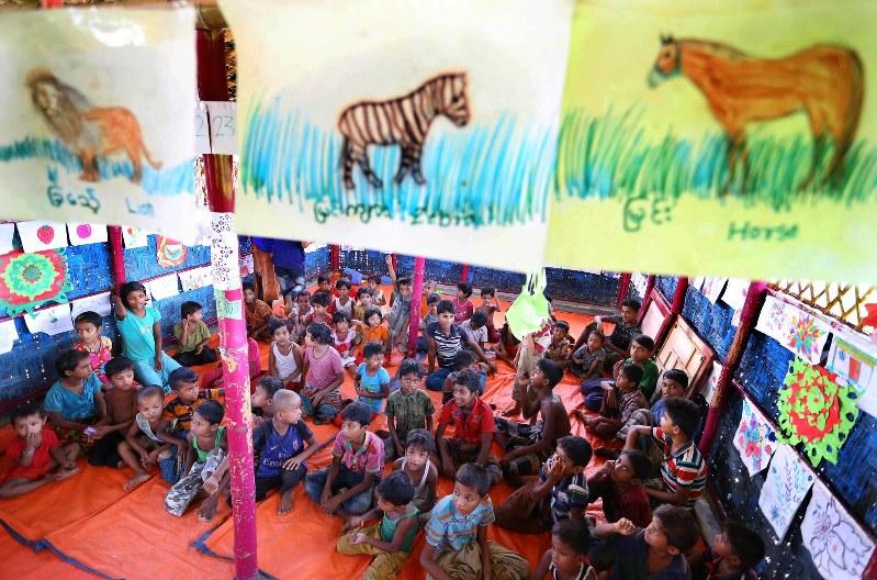 b69dc2d530147 子供たちに動物などの絵を描いてもらったり、遊戯を通して辛い経験を緩和させる活動をする地元NGOの施設=バングラデシュのコックスバザール・バルカリキャンプ  ...