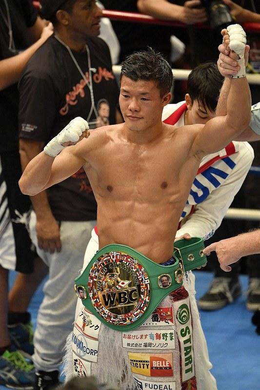 ボクシング:亀田和判定勝ち 3兄弟そろって複数階級制覇 [写真特集1/5 ...