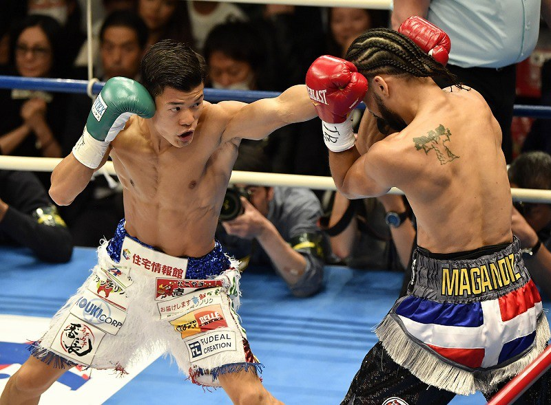 ボクシング:亀田和判定勝ち 3兄...
