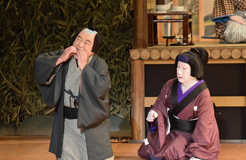 現地で「傾城反魂香」を演じる中村鴈治郎さん(左)と中村扇雀さん @Shochiku Co.,Ltd