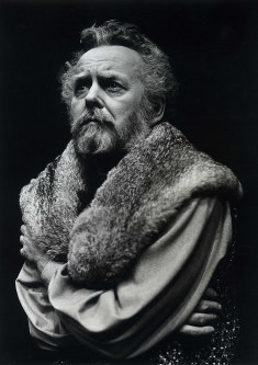 In this June 7, 1979 photo provided by Stratford Festival, actor Douglas Rain appears as King Henry IV in this scene from The Second Part of Henry IV at Stratford's Festival Theatre in Stratford, Ontario, Canada. (Robert C Ragsdale/Stratford Festival via AP)